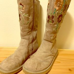 Ugg Embroidered Rare Beige Embroidered Size 10